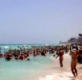 "Ratusan Orang Pengunjung ""Pantai Telanjang"" Nudist Terserang Covid 19"