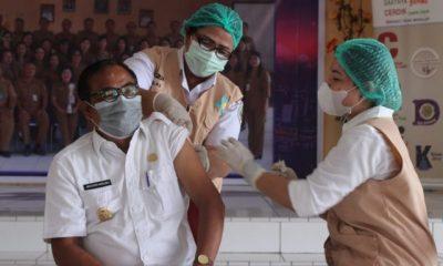 Wabup Nias Disuntik Vaksin Covid-19 Tahap Kedua