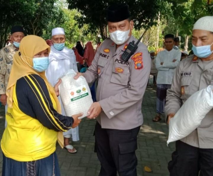 Kapolsekta Medan Area Berikan Bantuan di Perumahan Menteng Indah