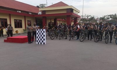 Polres dan Marinir Belawan Bagikan Masker Sambil Bersepeda