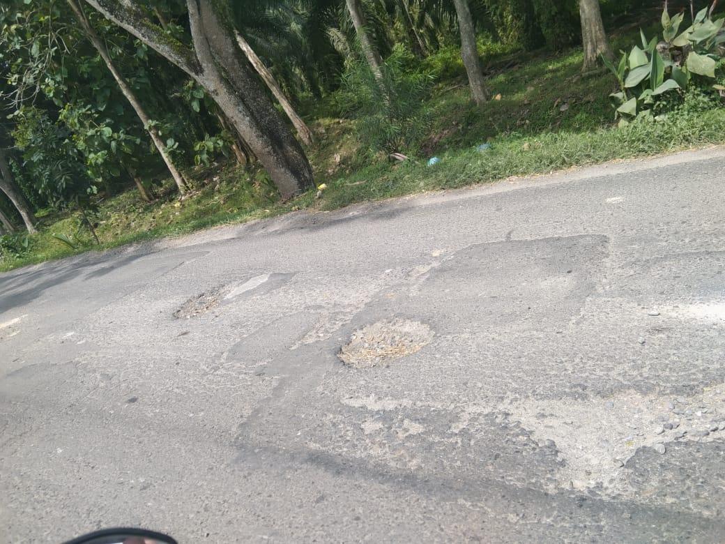 Jalan  Simpang Sei Bejangkar Baru Ditambal Rusak Lagi
