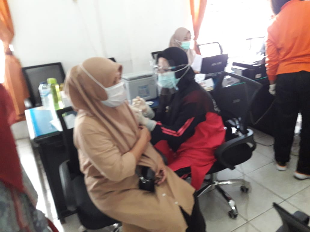 Dinkes P.Sidimpuan Vaksinasi 170 Kasek & Guru Tahap Kedua