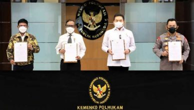 Kapolri Bersama Jaksa Agung Dan Menkominfo Tandatangani SKB Pedoman UU ITE