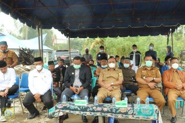 Wakil Bupati Pakpak Bharat Lakukan Peletakan Batu Pertama Pembangunan Masjid Nurul Islam Salak