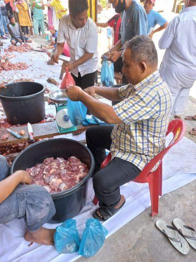 Tokoh Pemuda Belawan Rudi Simorangkir Sembelih Hewan Qurban 2 Ekor Sapi