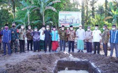 Bupati Kampar Letak Batu Pertama Pembangunan Masjid Baiturrahman Desa Sumber Makmur