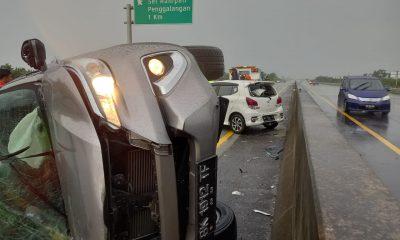 Usai Tabrak Beton, Mobil Fortuner Hantam Agya Alami Kecelakaan di Jalan Tol Sei Sergai