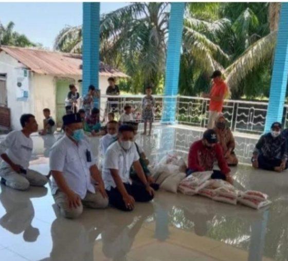 Ketua Kadin Batu Bara Berikan Bantuan Sembako Bagi Warga Desa Kampung Lalang