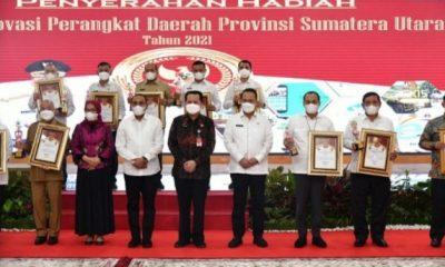 Bupati Pemkab Batubara Terima Penghargaan dari Gubsu Edy Rahmayadi